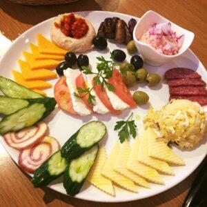【ラミハイの前菜】はアラカルトでも頼めます。写真は3500〜4000円コースの数人分の例blog