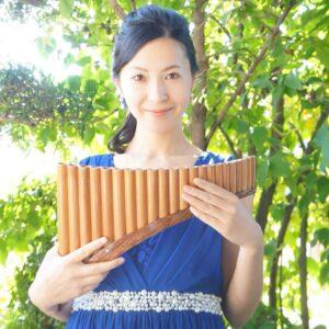 ルーマニアの伝統的な民族楽器ナイ(パンフルート)を演奏してくださる演奏者櫻岡史子さんVIDEOパンフルート 櫻岡史子 民族楽器