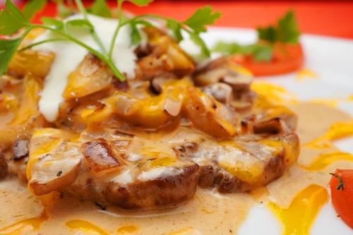 Ceafa de porc cu ciuperci si smântâna  豚肩ロースのサワークリームチーズときのこあえ